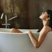 Energizuojanti vandens vonia